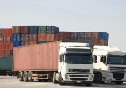 مشکل خروج کامیون ها در مرز مهران حل شد/ صادرات کالا در حال انجام است